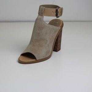 Marc Fisher Vashi Sandals